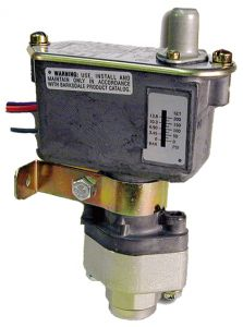 Barksdale Indicating Piston Style Pressure Switch 15-200psi TC9612-0